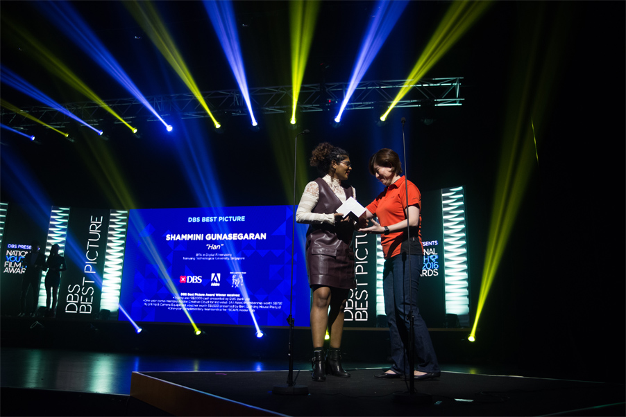 Shammini receiving Best Picture award from Susan Cheong, Head Distribution of DBS Bank