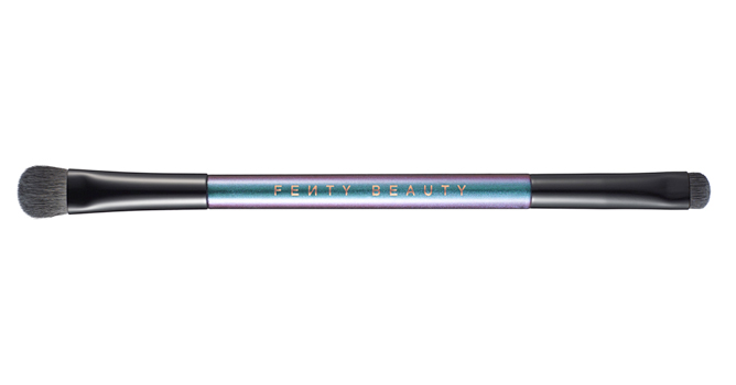 Fenty-Rihanna-Holiday-Collection-Galaxy-2-way-eyeshadow-brush